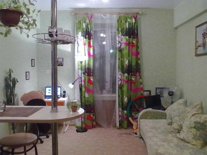 идея красивого стиля небольшой комнаты в общежитии