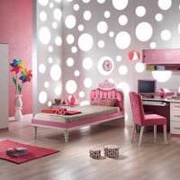 вариант светлого стиля спальной комнаты для девочки в современном стиле фото