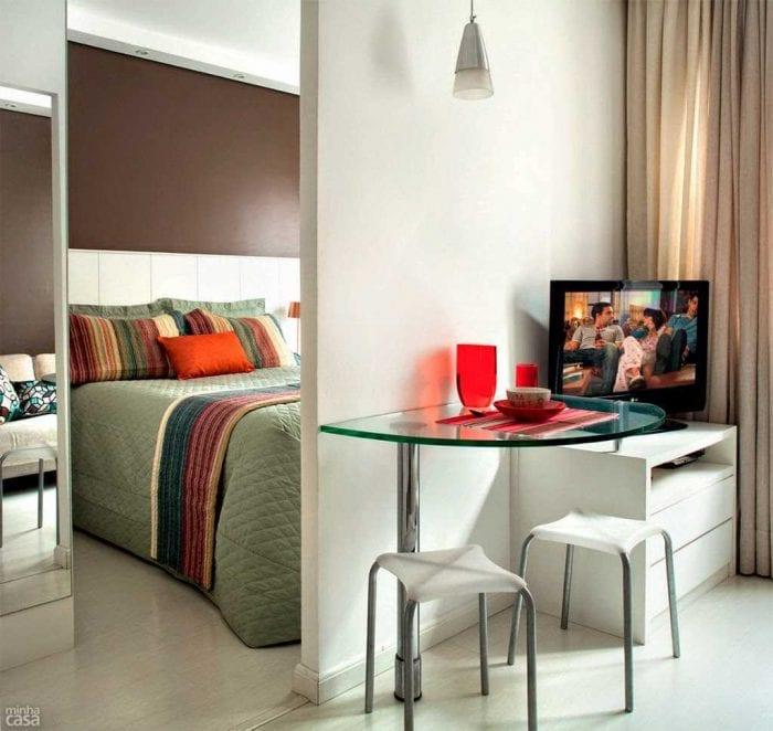 идея необычного декора малогабаритной комнаты