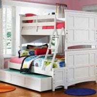 пример светлого дизайна детской комнаты для двоих девочек фото