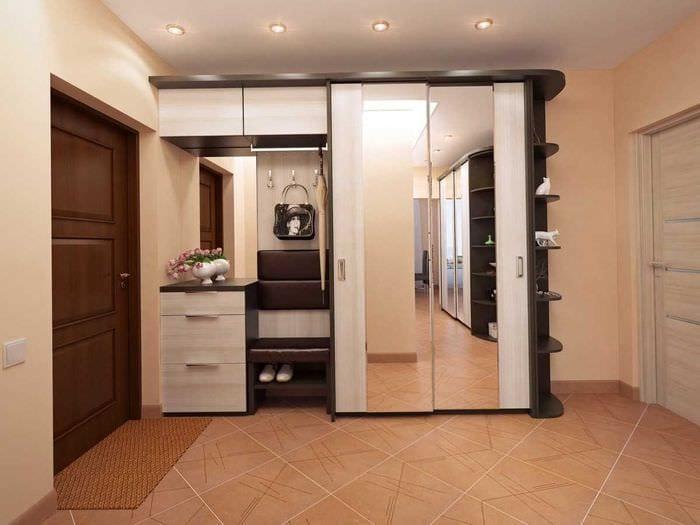 идея яркого дизайна современной прихожей комнаты