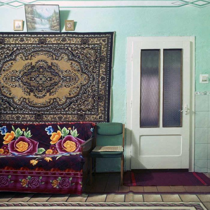 вариант необычного дизайна комнаты в советском стиле