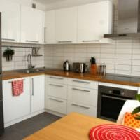 белая кухня 5 квадратных метров