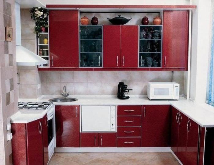 бордовая мебель для кухни 5 кв м