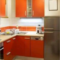 яркий дизайн малогабаритной кухни