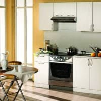 стол в дизайне малогабаритной кухни