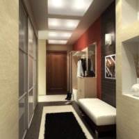 длинный коридор в классическом стиле