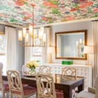яркий цветочный натяжной потолок