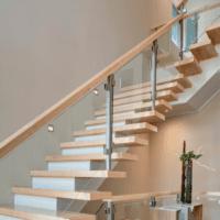 дизайн лестницы в доме из дерева