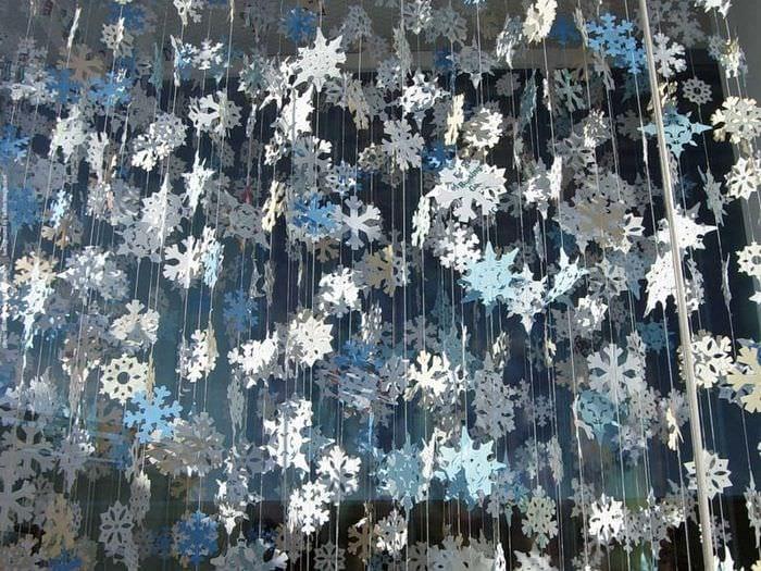 гирлянды из снежинок