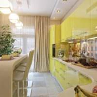 пример использования светлого желтого цвета в дизайне комнаты картинка