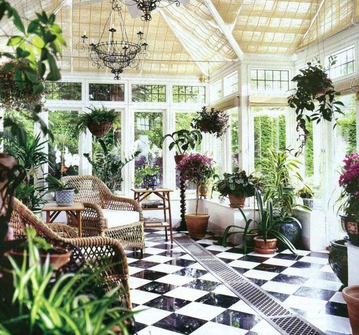 пример использования светлых идей оформления зимнего сада