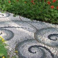 вариант применения ярких садовых дорожек в ландшафтном дизайне картинка