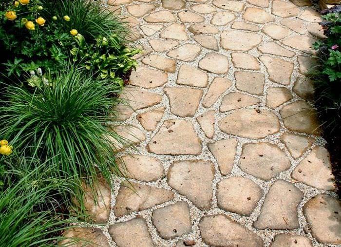 вариант применения красивых садовых дорожек в ландшафтном дизайне