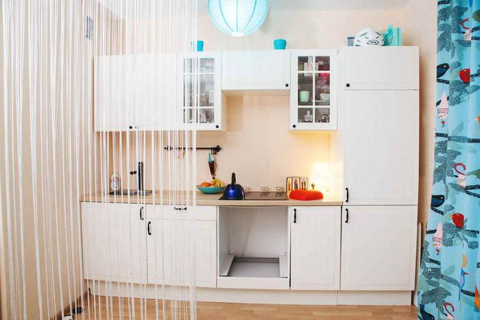 идея яркого дизайна квартиры студии 26 квадратных метров
