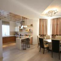 пример необычного интерьера кухни в загородном доме фото