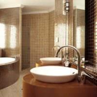 вариант яркого дизайна укладки плитки в ванной комнате фото