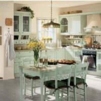 идея яркого стиля кухни в загородном доме картинка