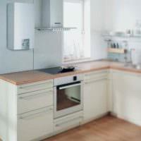 вариант светлого интерьера кухни с газовой колонкой картинка