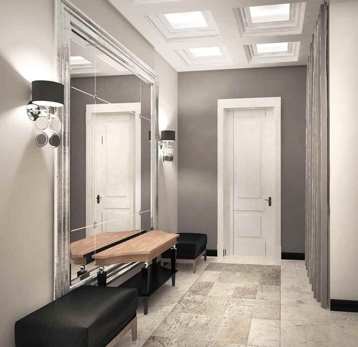 пример светлого дизайна прихожей с зеркалами