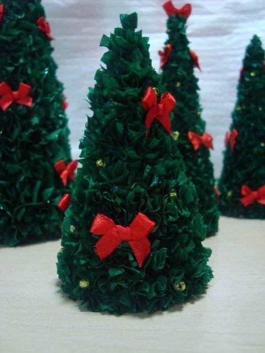 идея создания красивой елки из картона самостоятельно
