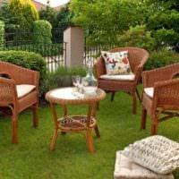 идея яркого декора огорода в частном дворе картинка