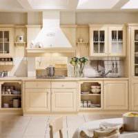 вариант светлого интерьера кухни в классическом стиле фото