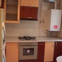 пример яркого стиля кухни с газовой колонкой картинка
