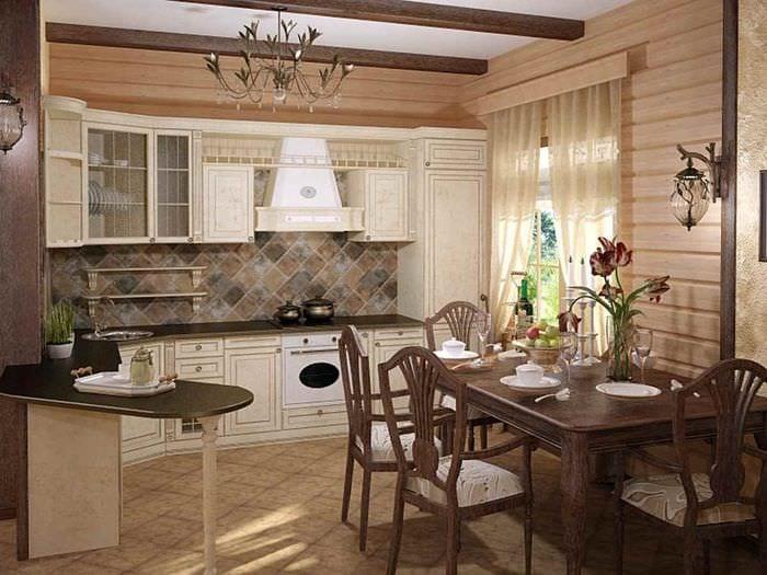 идея яркого интерьера кухни в деревянном доме