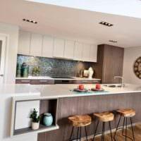 пример необычного стиля кухни в загородном доме картинка