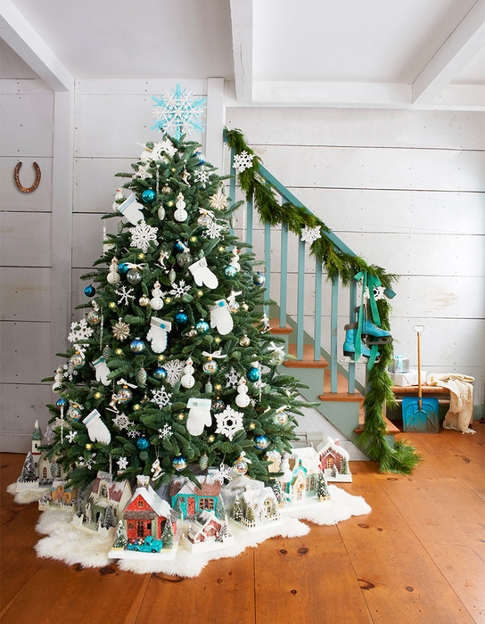 снеговики и рукавички на елке