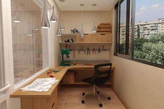 дизайн мастерской на балконе