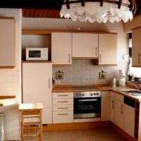 люстра в дизайне малогабаритной кухни