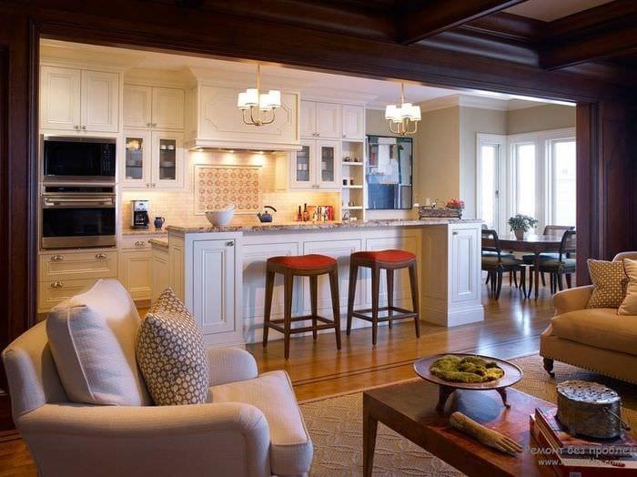 кухня столовая гостиная с барной стойкой