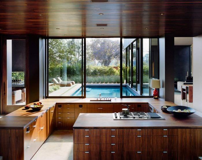 гарнитур из дерева на кухне модерн
