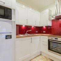 кухня 5 кв метров с ярким фартуком
