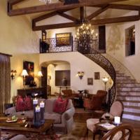 лестница в частном доме с перилами