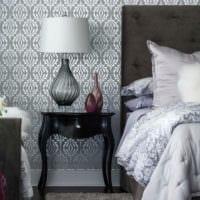 обои серого цвета в спальне