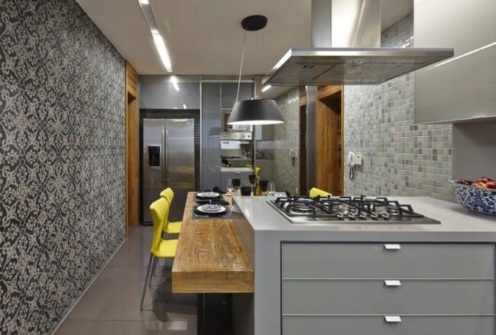 серые обои на кухне