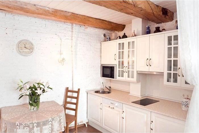 потолочные балки на кухне прованс