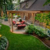 пример светлого декора огорода на даче фото