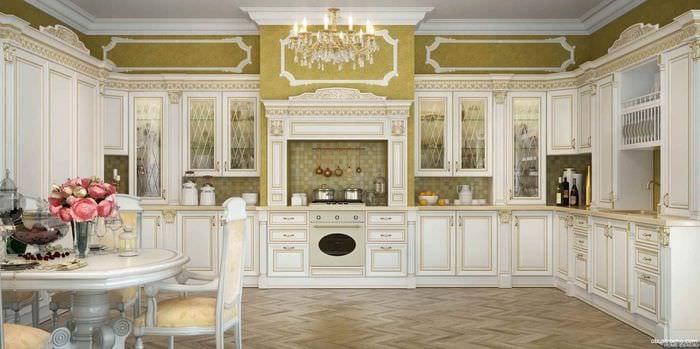 идея яркого декора кухни в классическом стиле