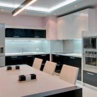 идея яркого интерьера кухни 13 кв.м картинка
