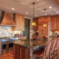 вариант красивого стиля кухни в деревянном доме картинка
