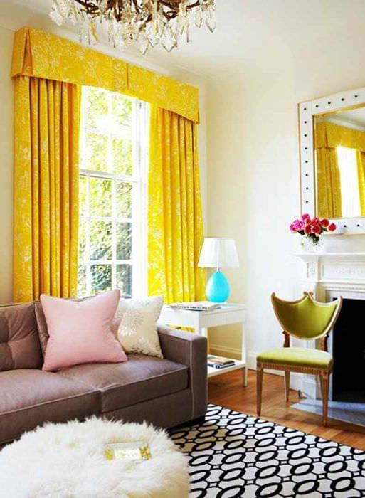 пример применения необычного желтого цвета в дизайне комнаты