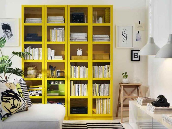 вариант использования светлого желтого цвета в интерьере квартиры