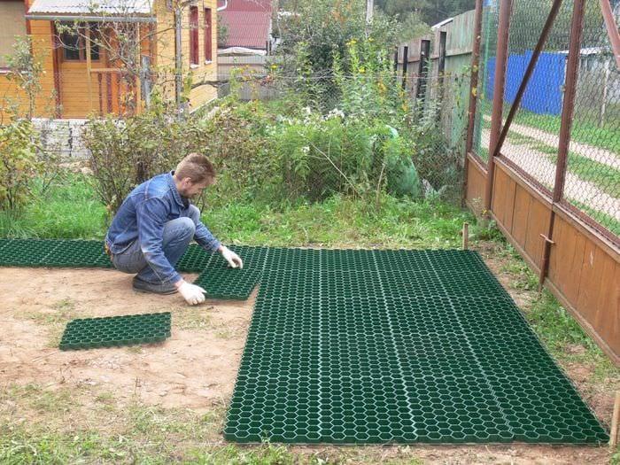 идея применения красивых садовых дорожек