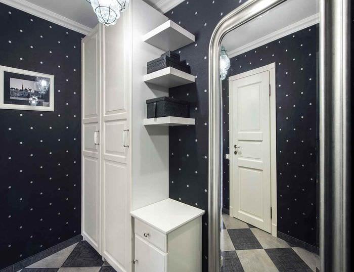 идея светлого интерьера прихожей в частном доме