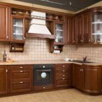 пример яркого стиля кухни в классическом стиле картинка