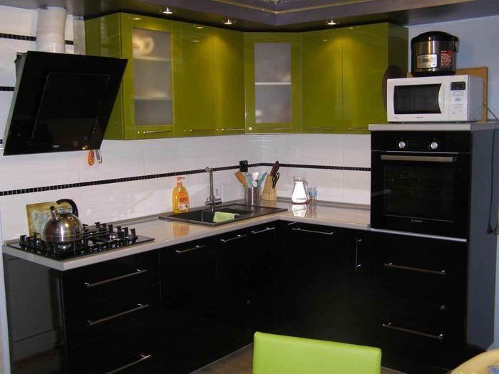 пример необычного интерьера кухни 7 кв.м